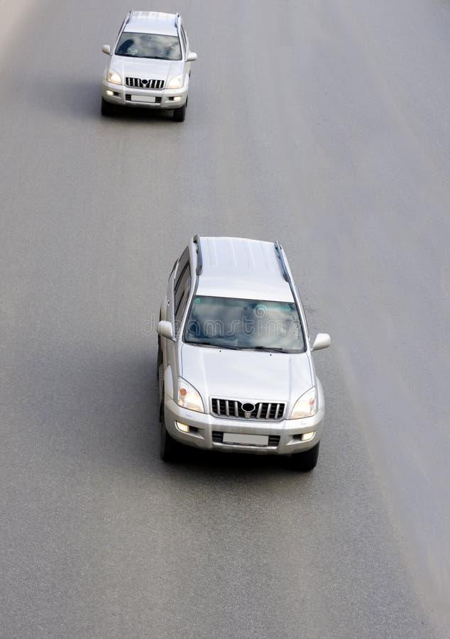 suv 2 автомобилей роскошное серебряное стоковое изображение rf