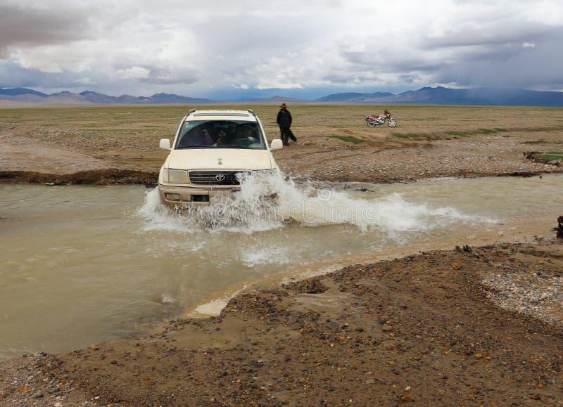 SUV en Tíbet fotografía de archivo libre de regalías