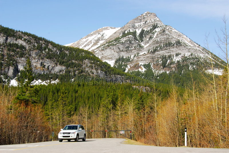 Suv and mountains royalty free stock image