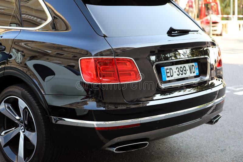 SUV nero di lusso Bentley Bentayga In Monaco - retrovisione fotografie stock libere da diritti