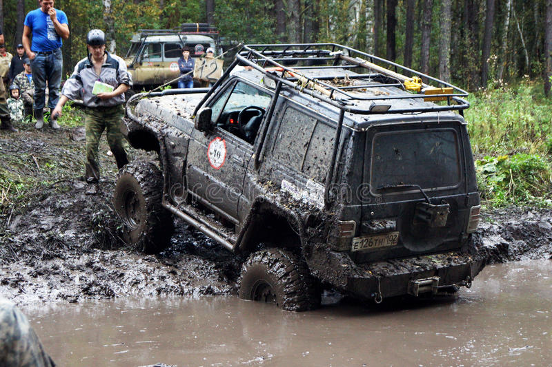 Download SUV Overcomes Mud Obstacles. Editorial Stock Image - Image: 33510254