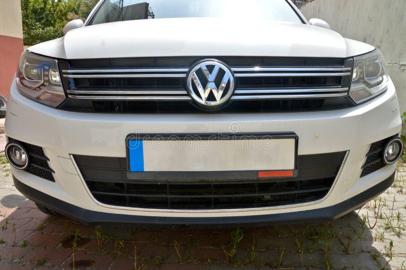 SUV Volkswagen Tiguan, Augusti 2014 royaltyfri foto