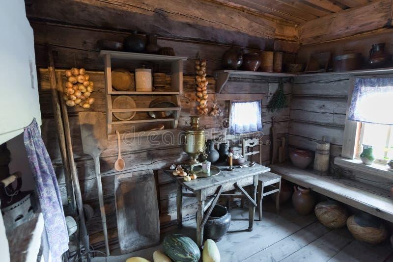 Suzdal Rosja, Listopad, - 06, 2015 wnętrze chłopów domy w Muzealnej Drewnianej architekturze zdjęcie royalty free