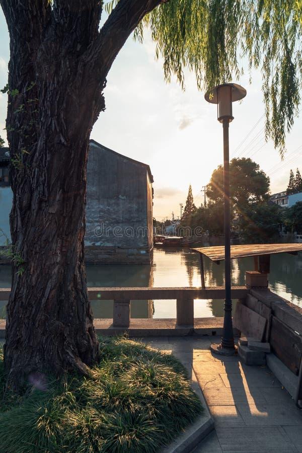 Suzhou antyczni domy wzdłuż rzeki obrazy royalty free