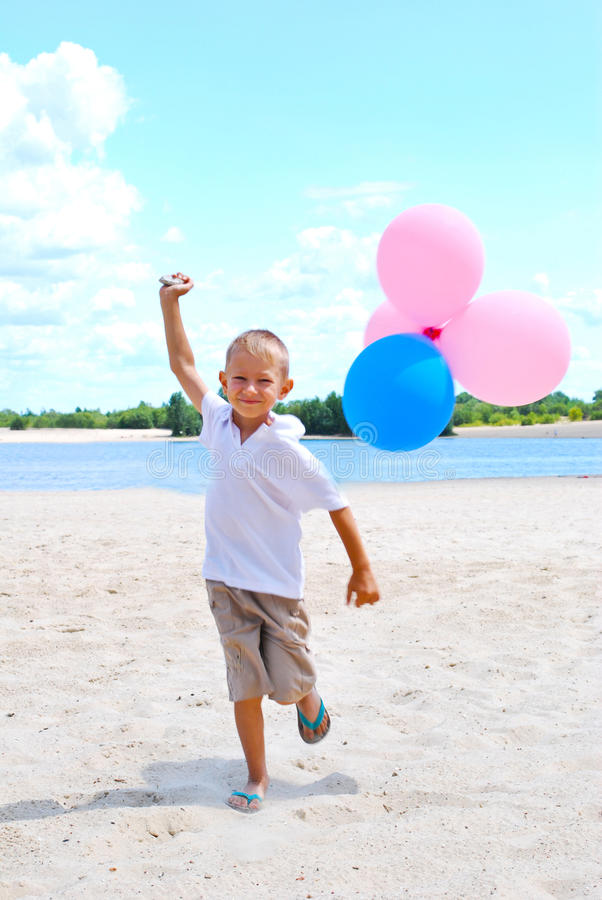 sväller att leka för pojke fotografering för bildbyråer