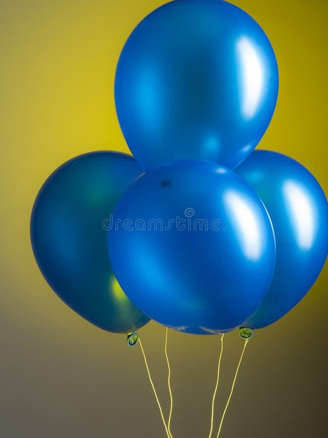 sväller bluen royaltyfria foton
