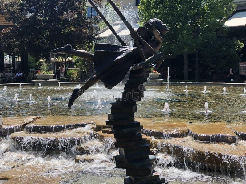 Svänga över springbrunnen arkivfoton