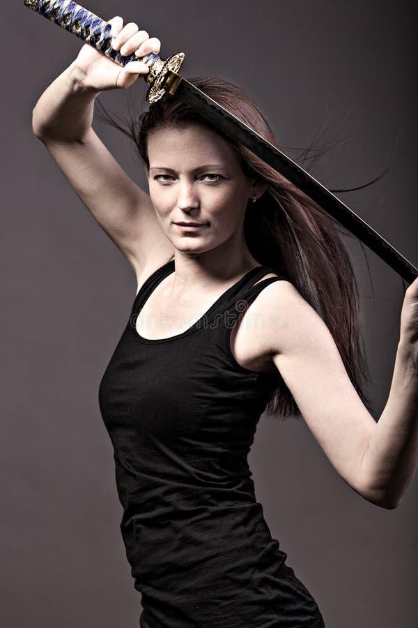svärdkvinna royaltyfri bild
