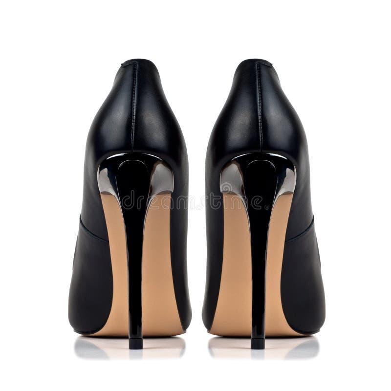 Svärta hög-heeled skor för kvinna` som s isoleras på vit bakgrund royaltyfria bilder
