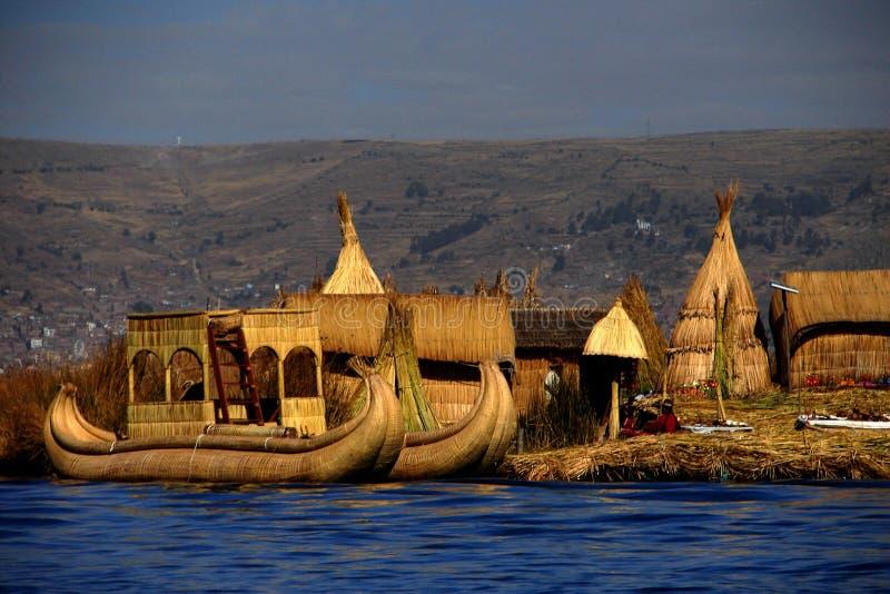 Sväva ön på sjön Titicaca i Peru royaltyfri bild