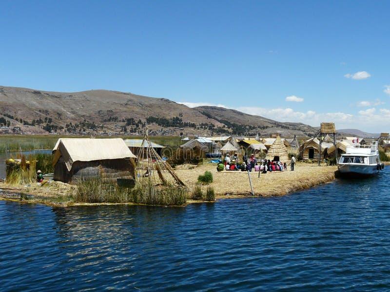 Sväva ön Uros på sjön Titicaca, Peru royaltyfria bilder