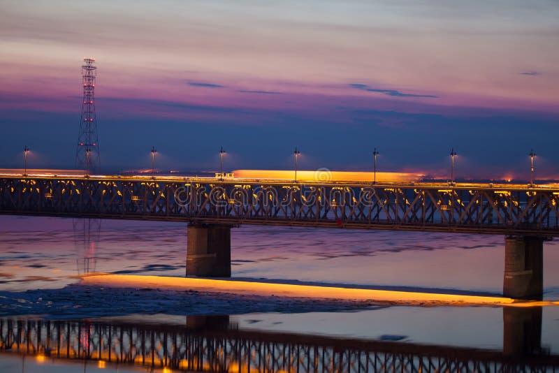 Sväva av is på Amur River i Khabarovsk, Ryssland royaltyfria foton