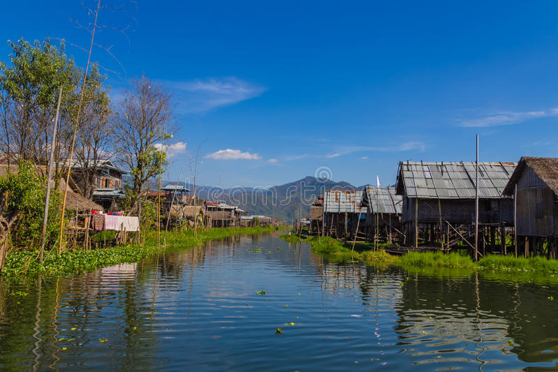 Sväva byn, inlesjö i Myanmar (Burmar) arkivbild