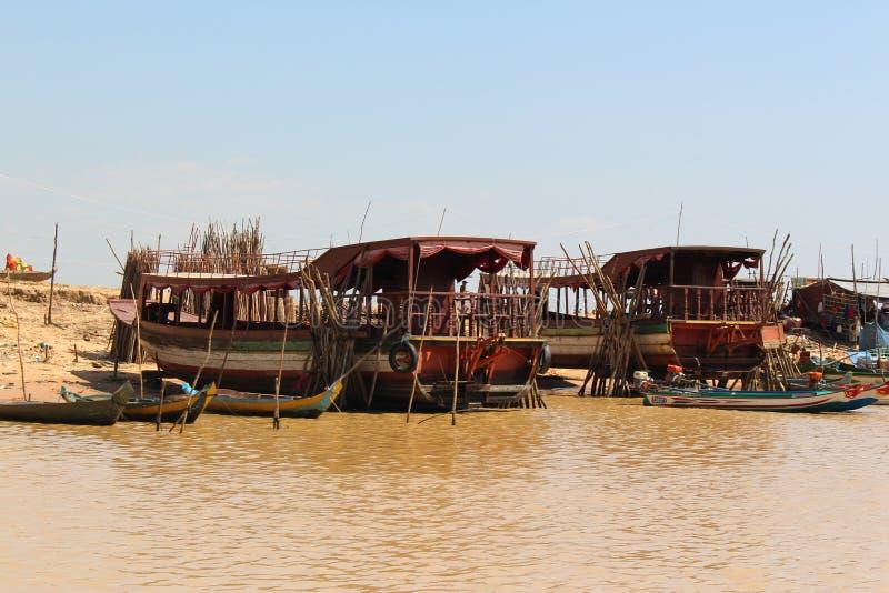 Sväva byn på Tonlen underminera sjön Cambodja, Siem Reap arkivfoto