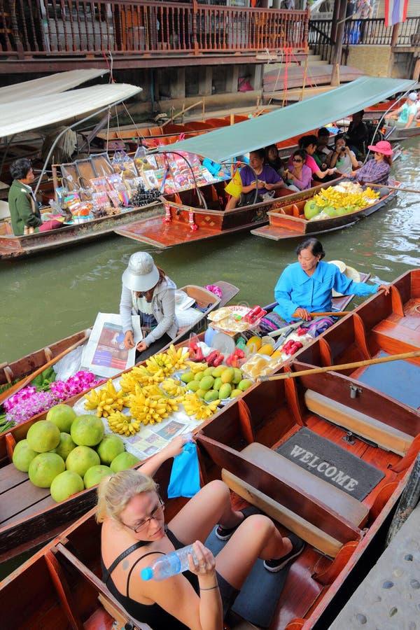 Sväva marknaden, Thailand arkivbild
