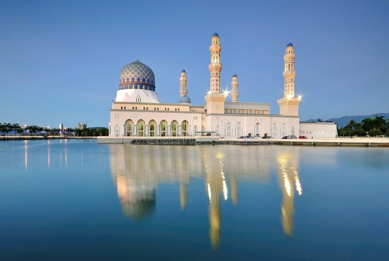 Sväva moskén, Kota Kinabalu Sabah royaltyfri foto