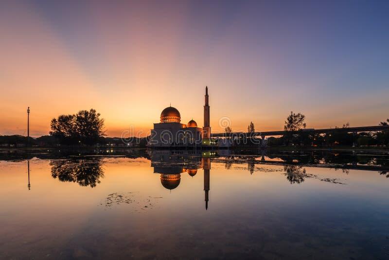 Sväva moskén, Masjid som Salam, Puchong fotografering för bildbyråer