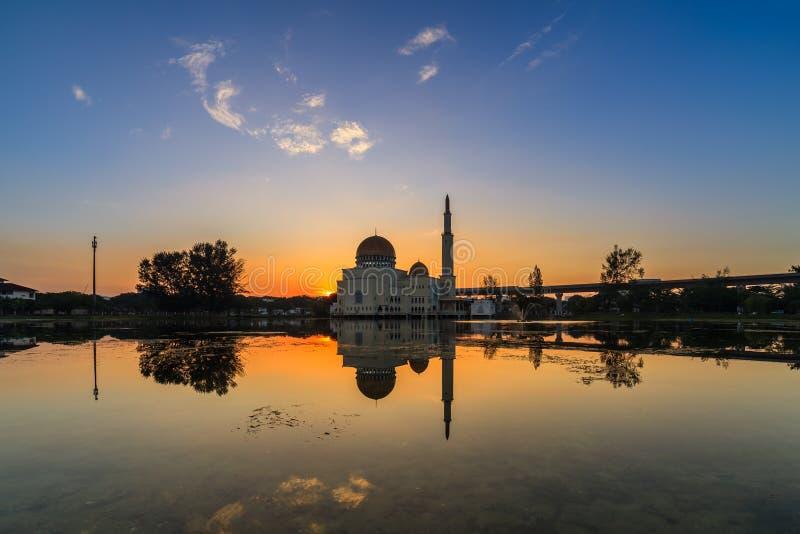 Sväva moskén, Masjid som Salam, Puchong arkivbilder