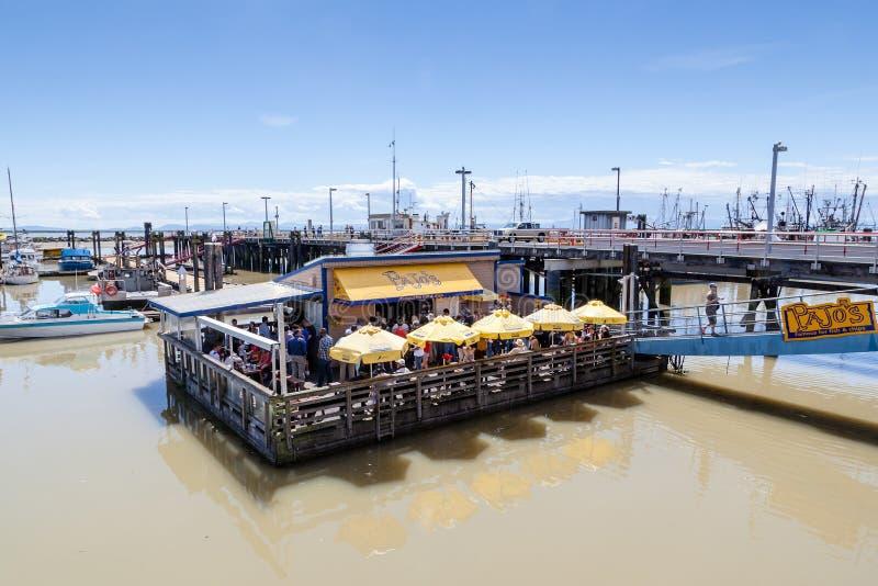 Sväva restaurangen på Steveston byfiskares hamnplats i Ri arkivfoto