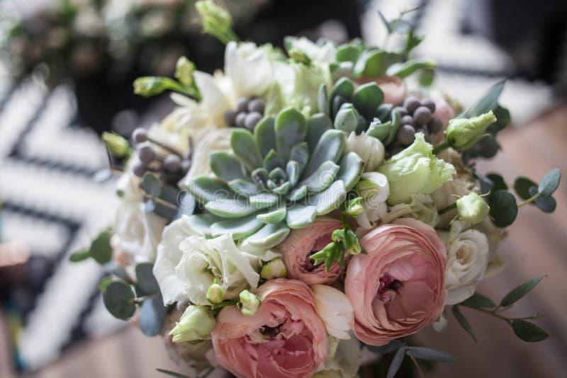 Svadebnyy buket s sukkulentami与多汁植物的婚礼花束 免版税库存图片