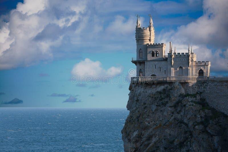 Svalan bygga bo slottet arkivbilder