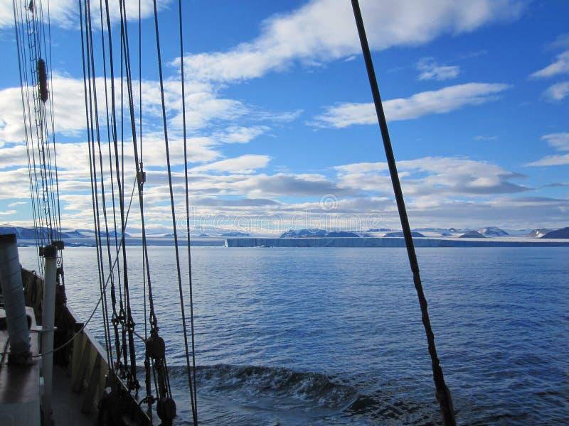 Svalbard kust arkivfoto