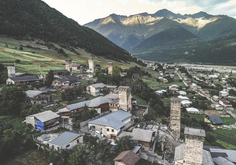 svan塔鸟瞰图在Mestia,乔治亚 免版税库存照片