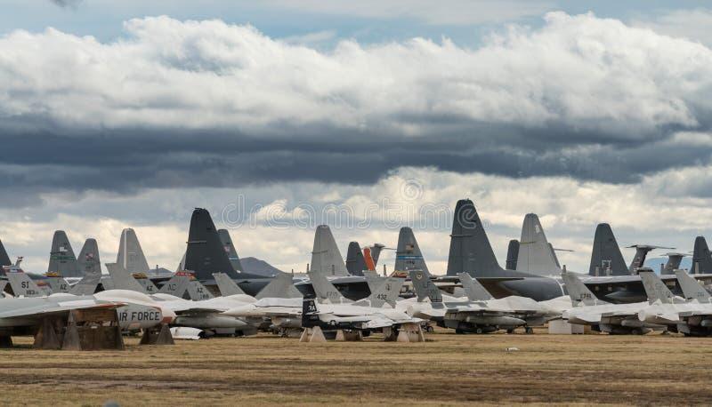 Svansar av pensionerade flygvapennivåer i Tucson arkivfoto
