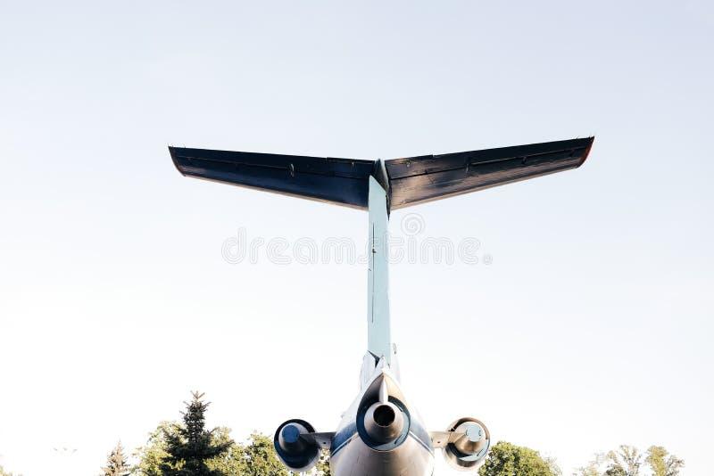 Svansen av en stor passagerarflygplan royaltyfri bild