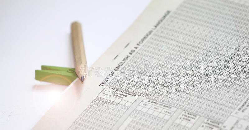 Svarsark av provet av engelskt som ett utländskt språk, TOEFL-provark TOEFL-examen TOEFL-övningsfrågor engelskt lära arkivfoto