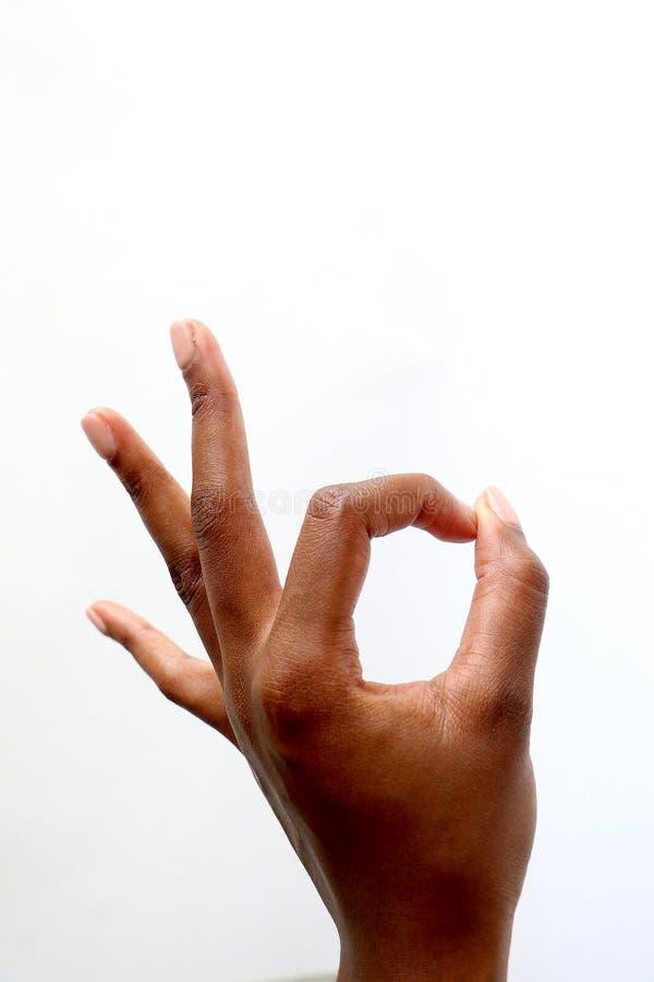 Svart afrikansk indisk hand som ger upp tummar arkivbild