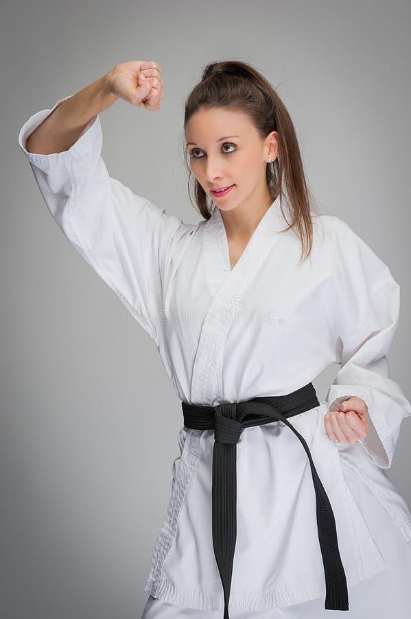 Svart bälte för karatekvinna arkivbilder