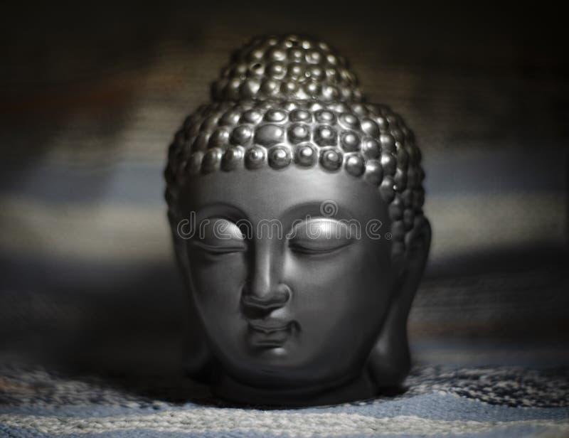 Svart buddha huvud Aromlampa foto royaltyfria foton