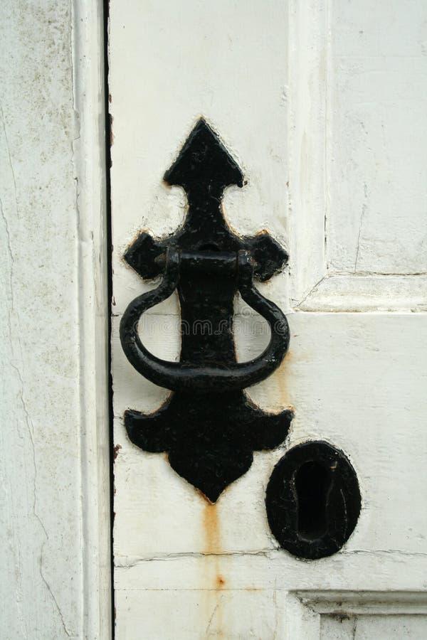 Download Svart dörrhandtag arkivfoto. Bild av kyrka, armaturer, stängt - 993632