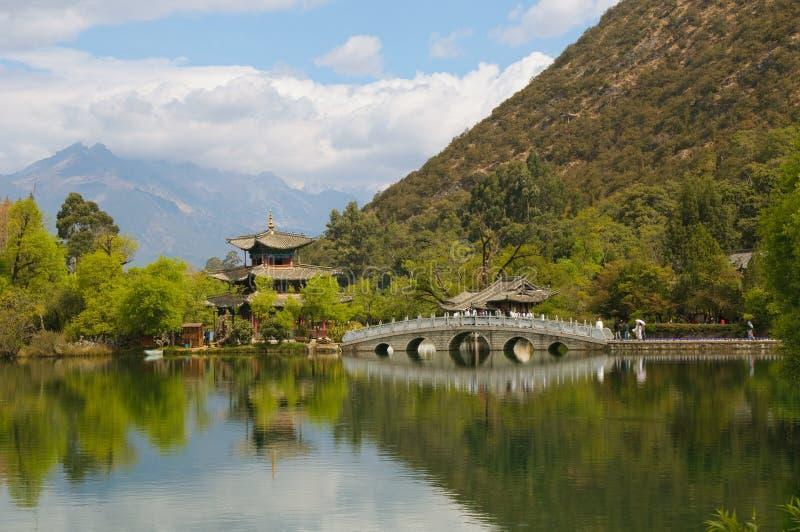Svart drakepöl, Lijiang, Kina royaltyfria bilder