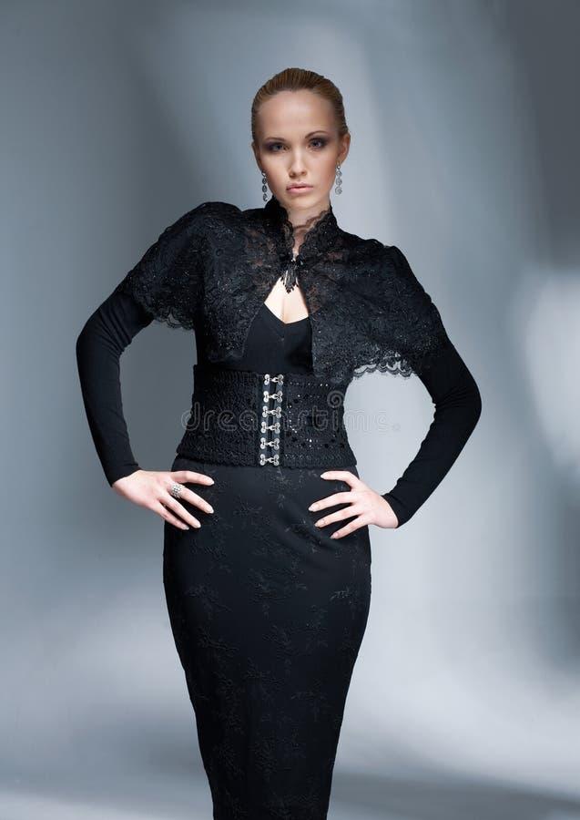 svart elegant modell royaltyfri bild