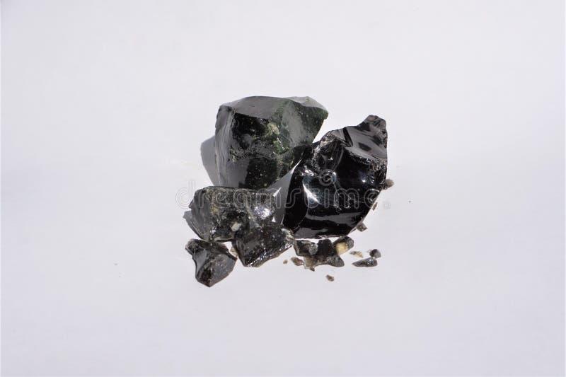 Svart exponeringsglasobsidian Dragonglass arkivbilder