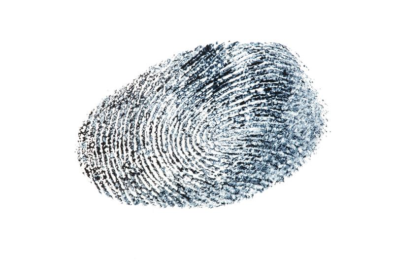 Svart fingeravtryckmodell som isoleras på vit bakgrund arkivbild