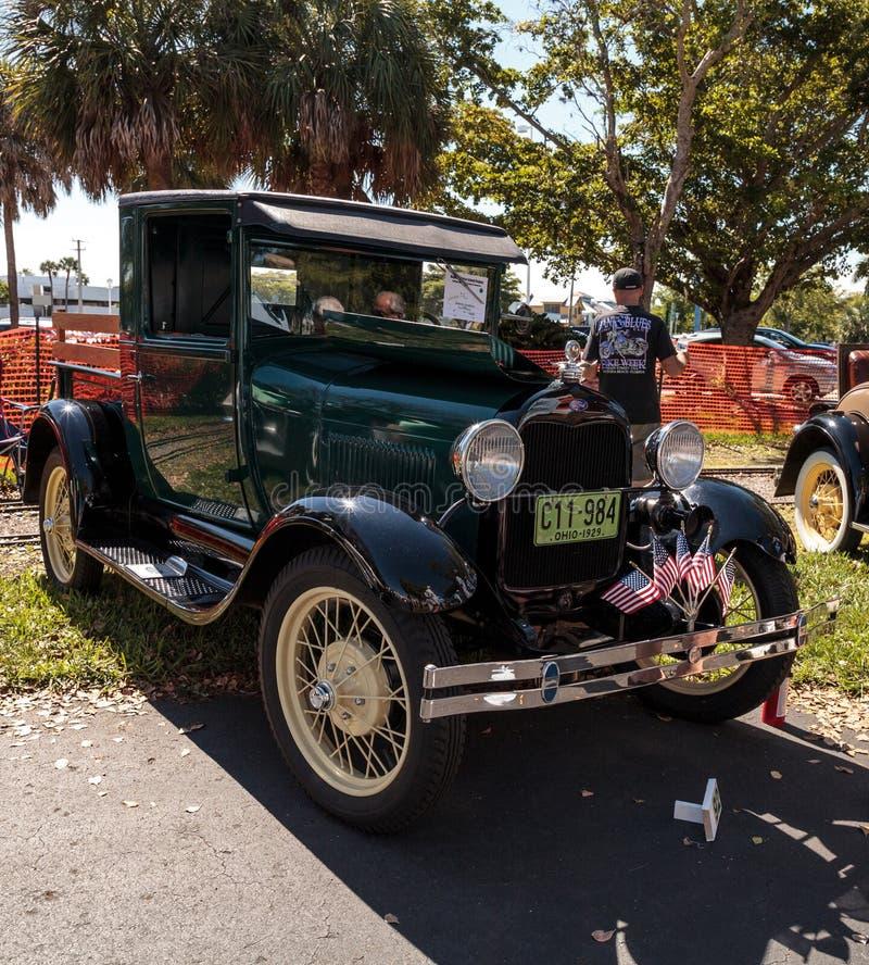 Svart Ford Pickup 1929 p? den klassiska Car Show f?r 32nd ?rliga Naples bussgarage royaltyfria foton