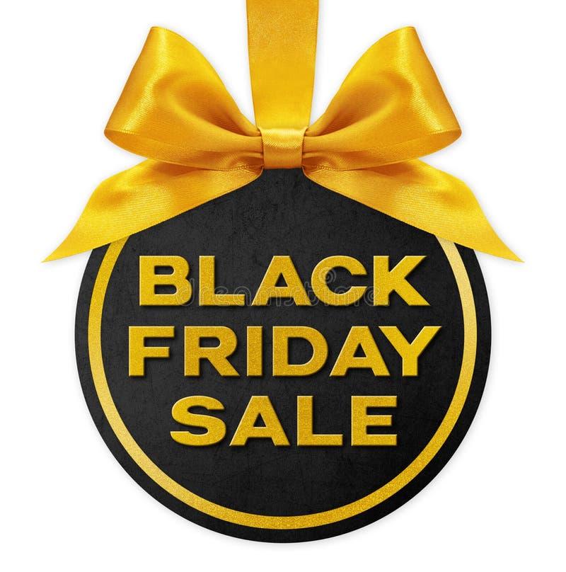 Svart fredag säljer gyllene text på svart presentkortskula med bandbåge, isolerad på vit bakgrund arkivbild