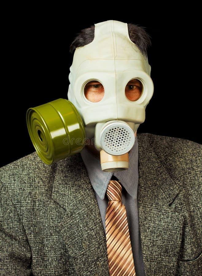 svart gasmaskpersonstående arkivfoton