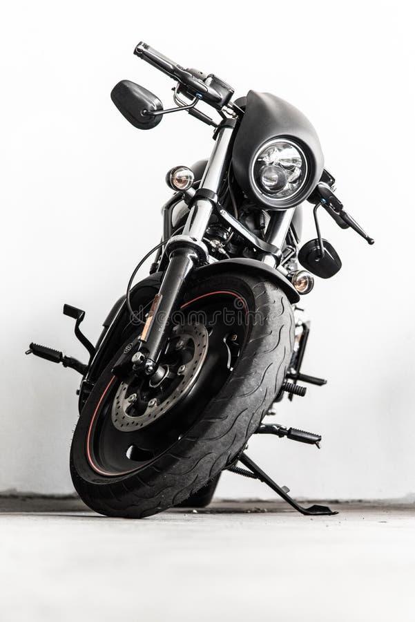Svart harleymotorcykel royaltyfria foton