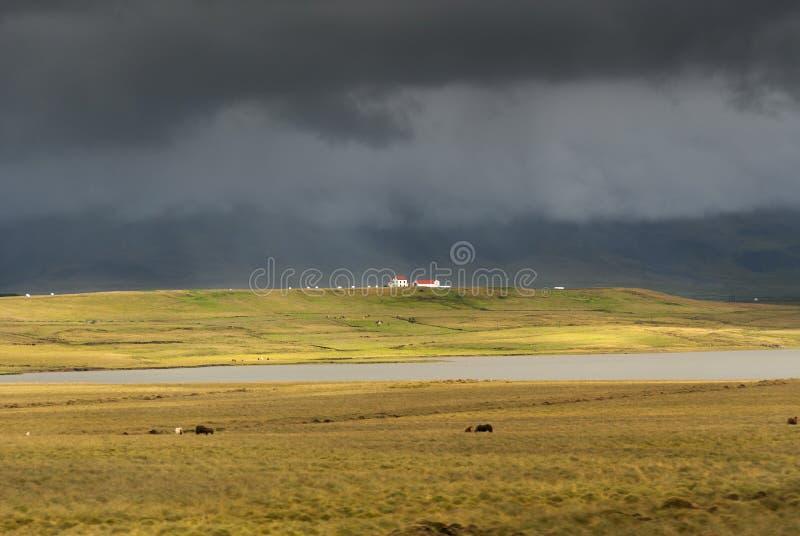 Svart himmel i Island arkivbild