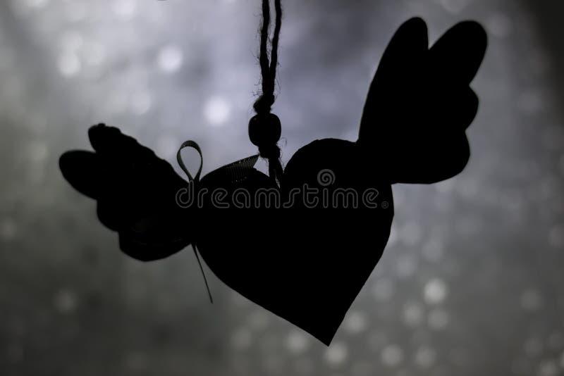 Svart hjärta med vingar arkivbilder