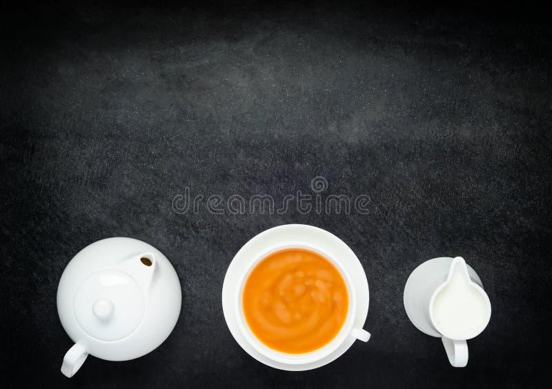 Download Svart Kaffe Med Mjölkar, Tekanna- Och Kopieringsutrymme Arkivfoto - Bild av sikt, avstånd: 78730360