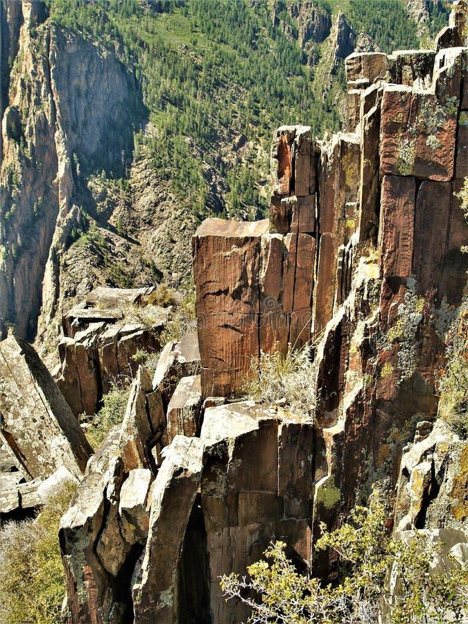 Svart kanjon av de Gunnison stenkolonnerna royaltyfria bilder