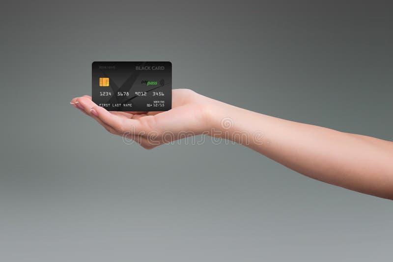 Svart kreditkort på grå färger royaltyfri fotografi