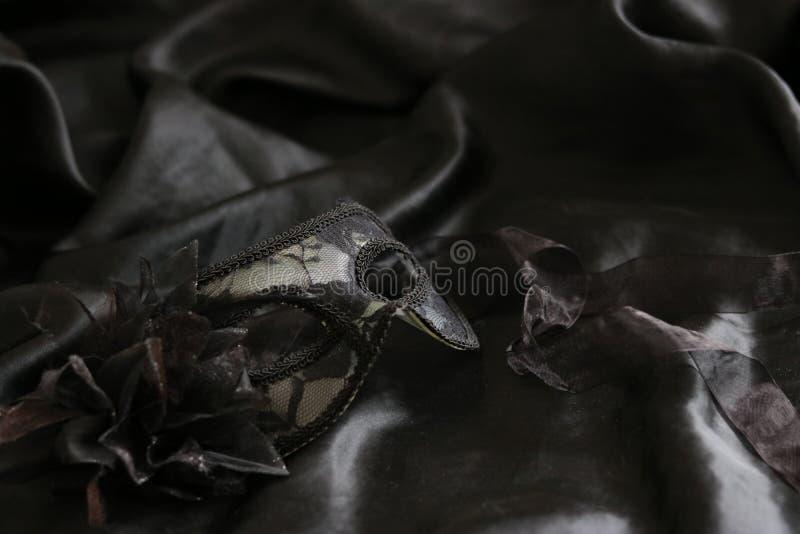 Svart kvinnlig maskering royaltyfri foto