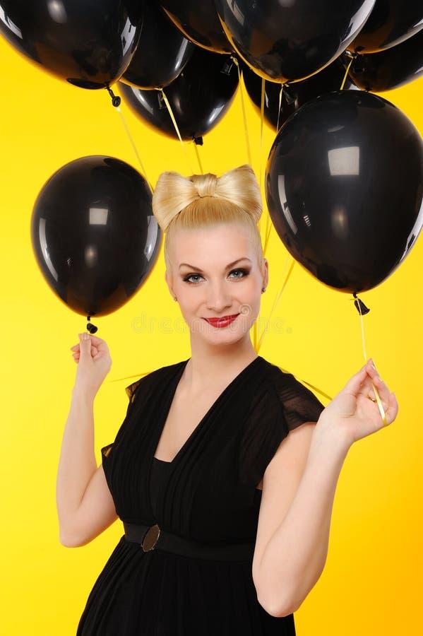 svart lady för ballonger arkivfoto