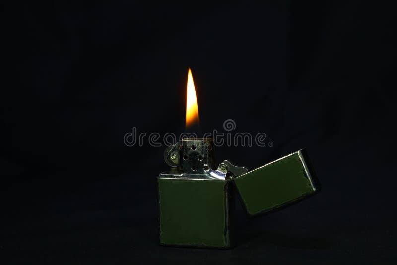 Svart ljusare brand i mörkret royaltyfria foton